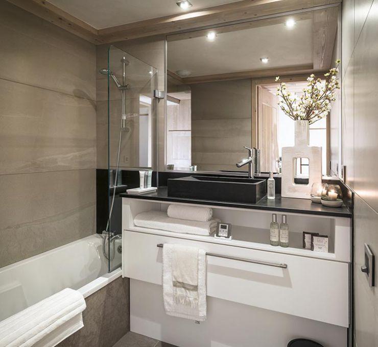 Les Suites du Roc des Tours bathroom - MGM Hôtels & Résidences