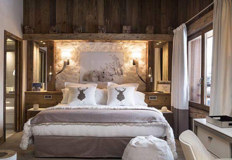 White bedroom at l'Ecrin de Jade - Chamonix-Mont-Blanc | MGM
